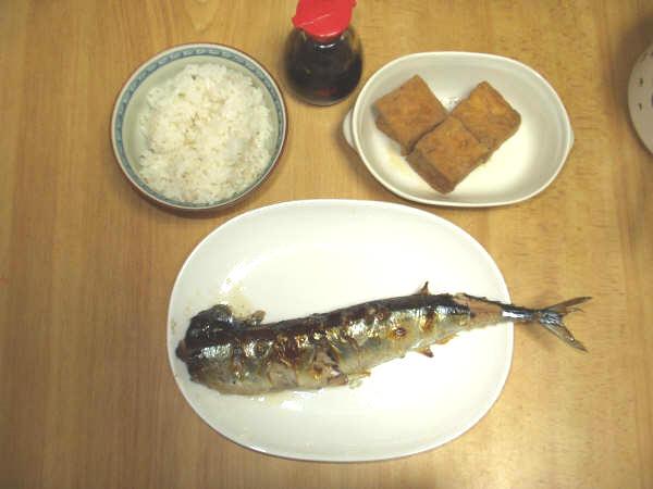 焼き魚焼き魚。秋はやっぱり秋刀魚でしょ