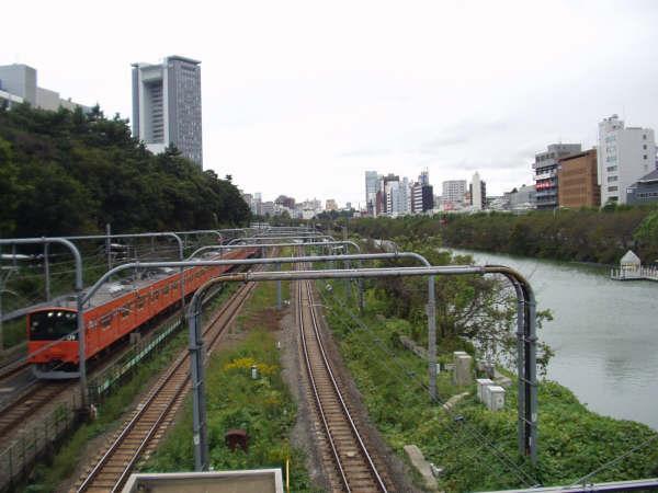 ♪通った道さえ今はもう電車か〜ら見〜るだけ♪