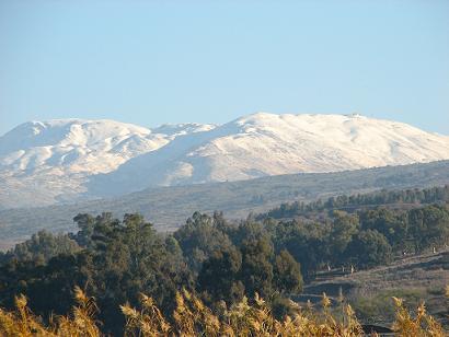 ヘルモン山。週末はかなりの観光客が来るでしょう。まだスキーは出来ません