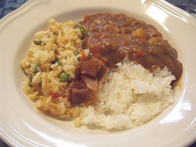 残りのカレーと残りの炒飯と福神漬